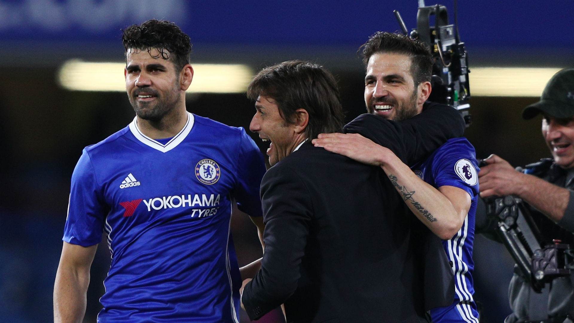 Conte celebrates with Costa and Pedro