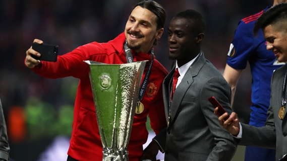 Ibrahimovic confirmed he will return to the pitch in a few weeks.