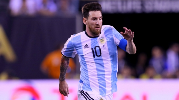 Lionel Messi expected to extend contract with Barcelona