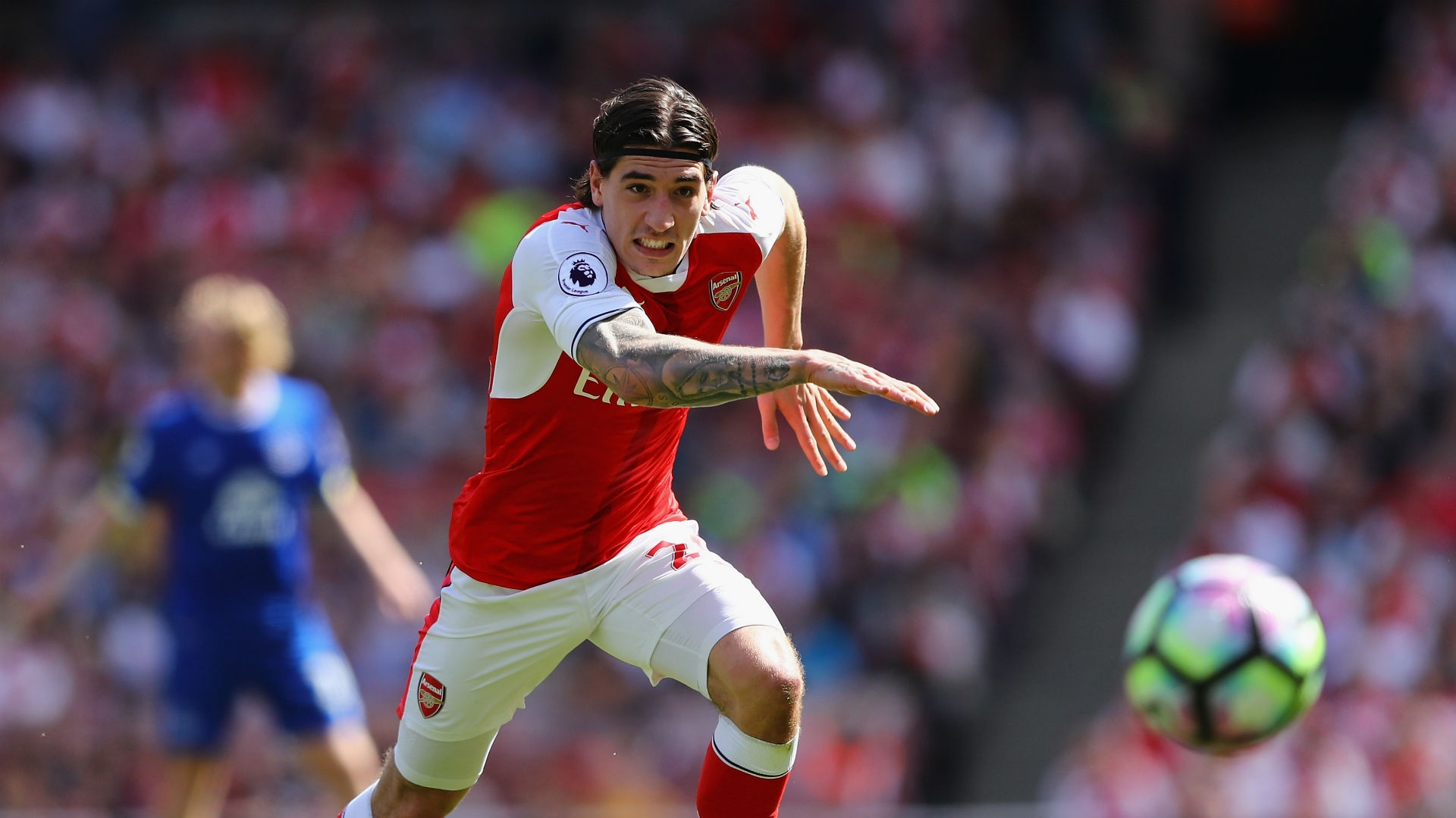 Former colleague Denis Suarez revealed that Bellerin is consdering the move at the moment