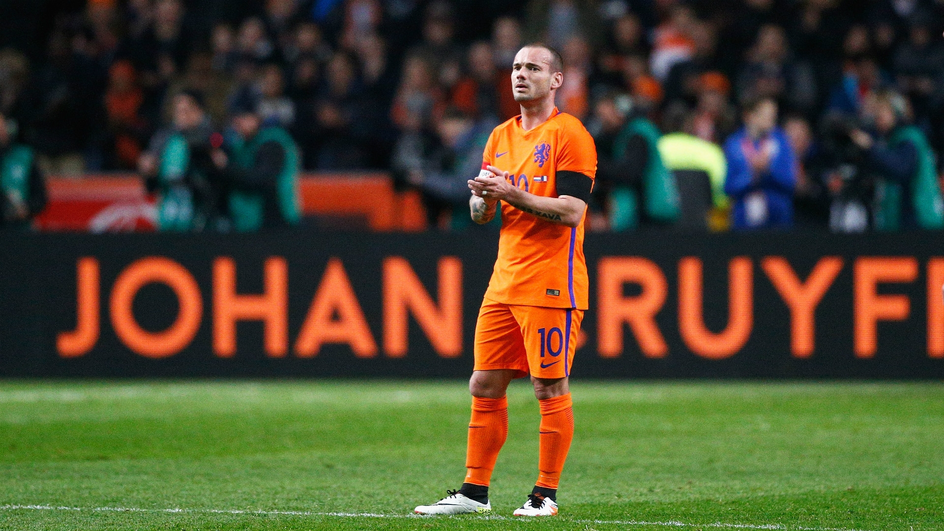 Sneijder says he is not interested in personal records at this time