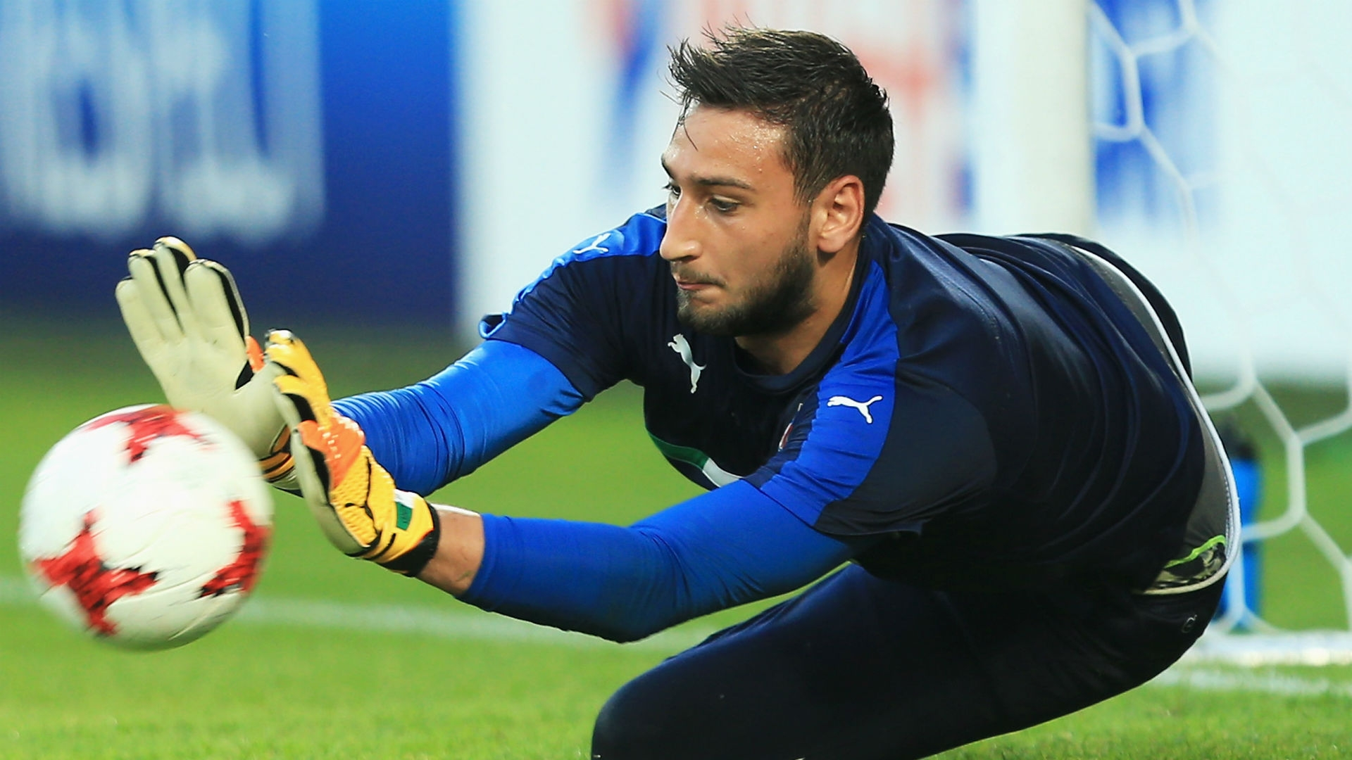 With an agent that was constantly reminding Milan's board of the numerous offers he had lined up for Donnarumma, many were waiting for the official announcement regarding the goalkeeper's departure.