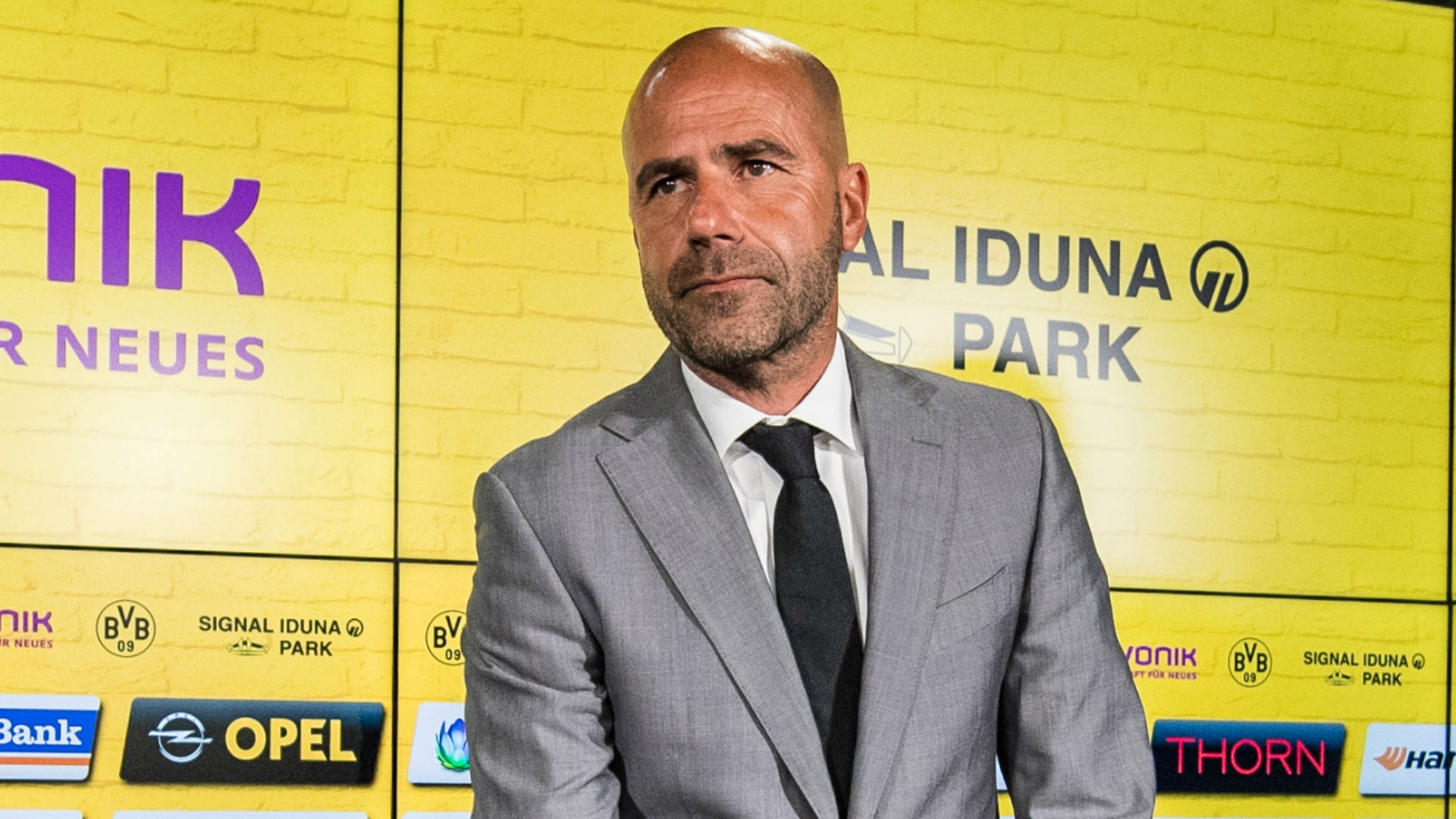 Dortmund took on fourth league side Rot-Weiss Essen in a friendly game meant to introduce Bosz to the fans and to allow the manager to watch his new team in action.