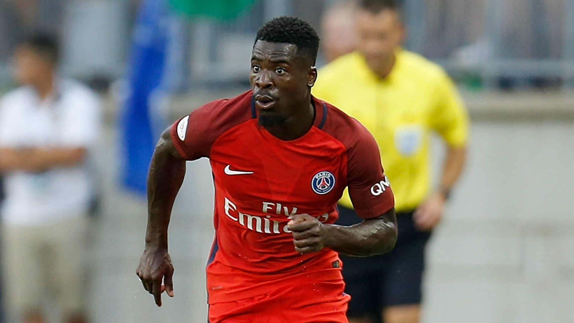 Manchester United are rumored to be making signing a defensive midfielder a priority, with Nemanja Matic looking set to join the team from EPL champions Chelsea. PSG right-back Serge Aurier is also reportedly a target for the British side.