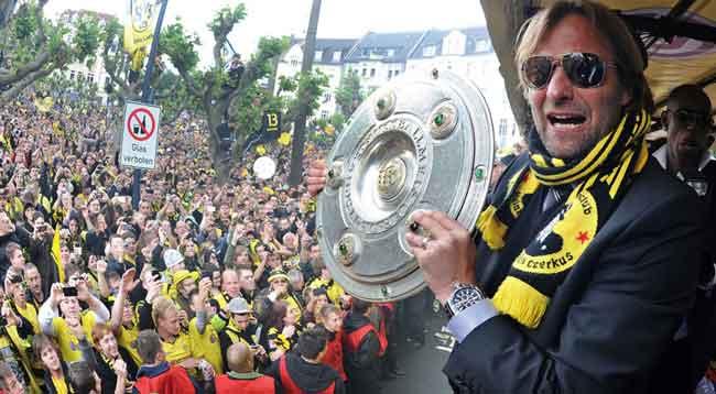 Jurgen Klopp winning Bundesliga trophy with Borussia Dortmund, der klassiker
